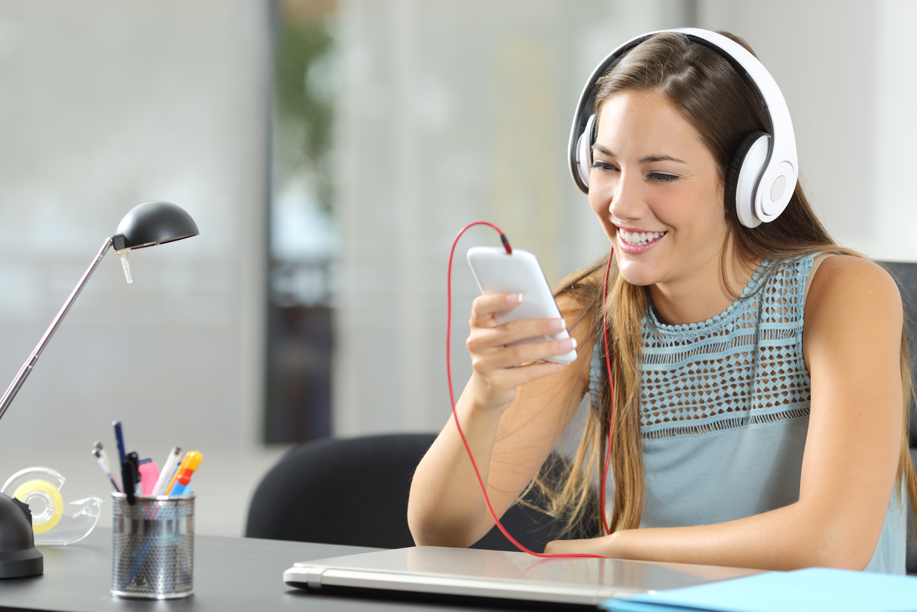 A girl watching a live stream on her phone. There are several live streaming tips you can use to make your events effective.